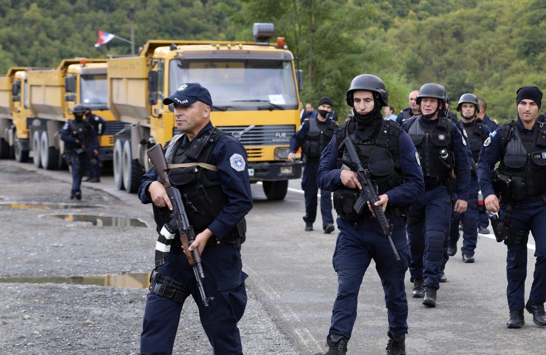 Napeto na prelazu Brnjak, kosovska policija pokušala da izvuče Srbina iz auta