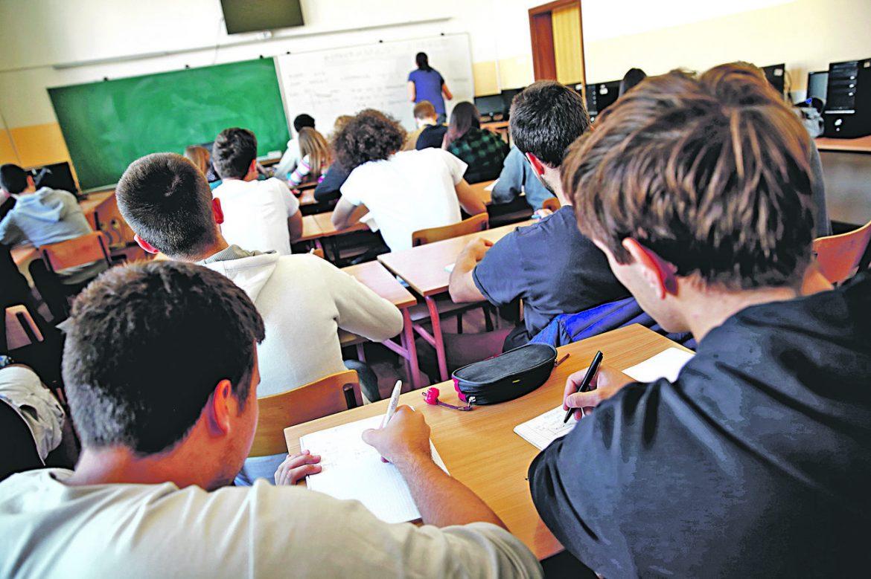 Kombinovani model nastave od ponedeljka u srednjim školama u četiri grada
