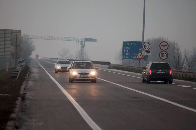 AMSS: Oprez u vožnji zbog slabe kiše i moguće magle